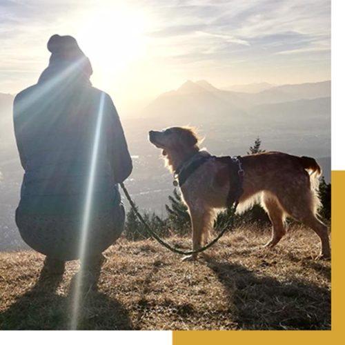 Plouf und Julia am Berg, denken über unsere Werte nach